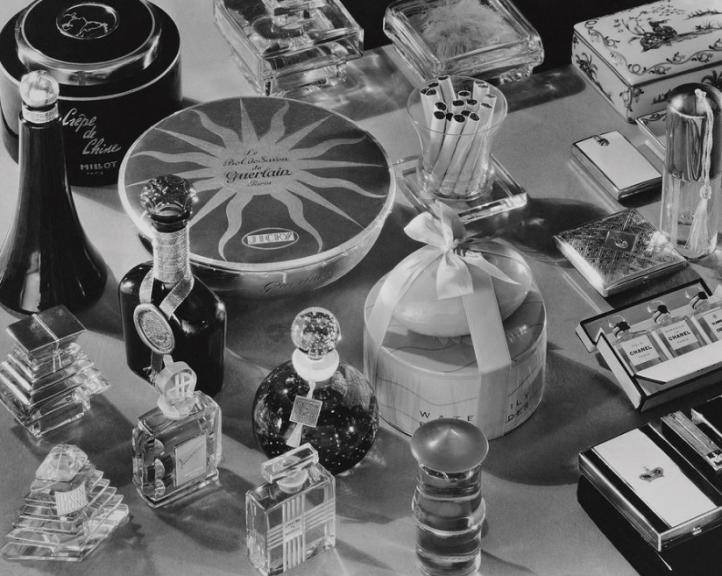 Vogue Perfume 1934 .png
