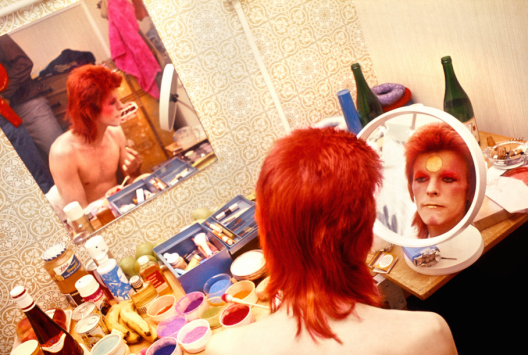 pr_rock_bowie_makeup_circle_mirror_1973_24356_1511251446_id_993000.png