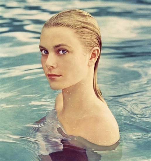 Grace_Kelly_swim.jpg