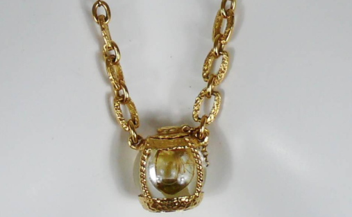 Champagne pendant.png